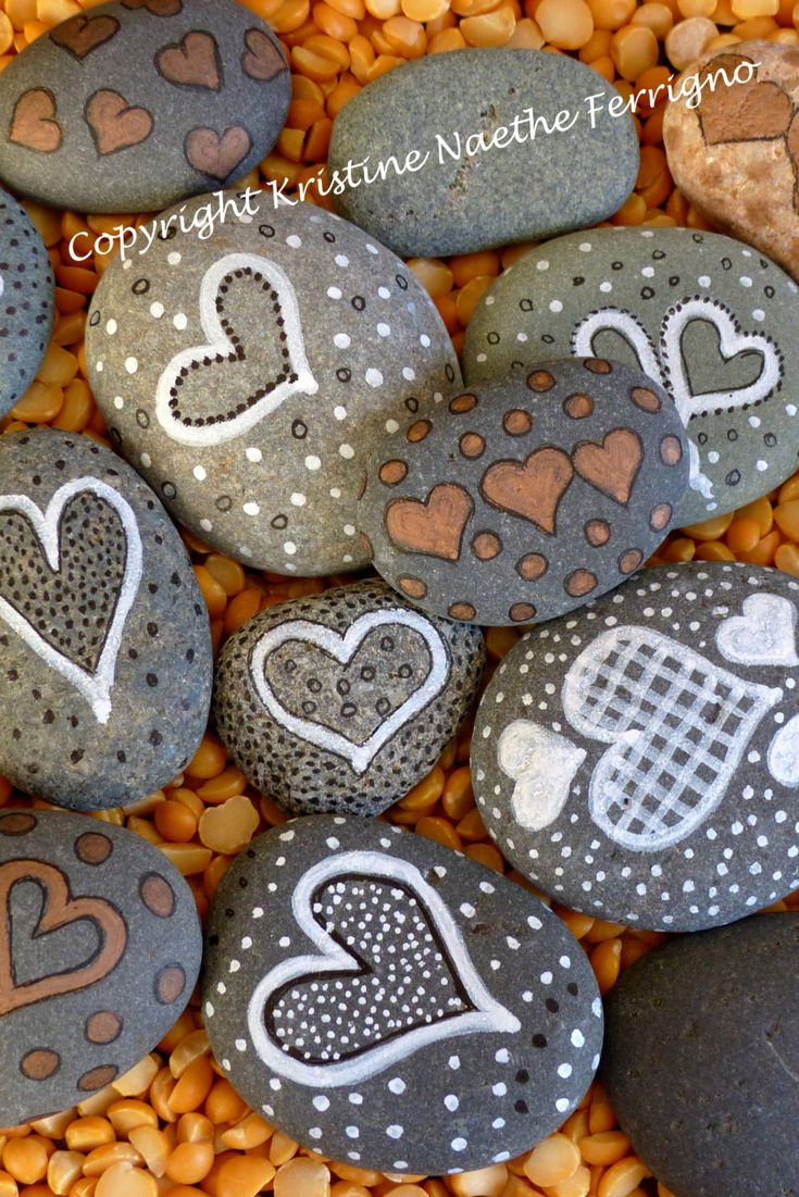 #galets peints avec un coeur - #Rocks with hearts and dots