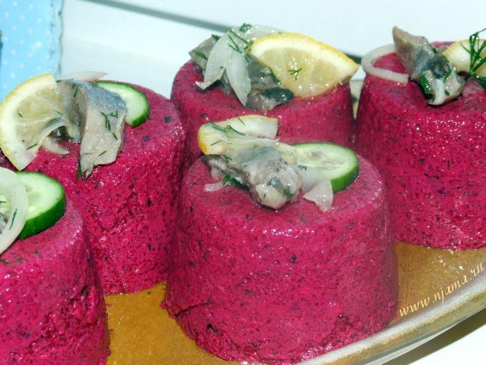 Свекла - отличный овощ, с которым можно экспериментировать  бесконечно. Я приготовила отличную свекольную закуску, которая будет  всегда кстати к праздничному столу или выходному обеду. Эта свекольна…