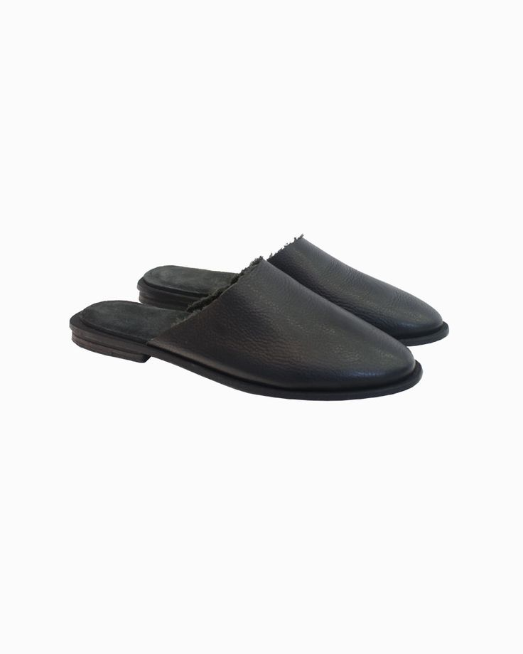 Petrucha Greta open slippers with the Lebor Gabala SS16 capsulle #arropame #conceptstore #bilbao #ss2016 #LeborGabala #Petrucha #fashion #shopping #trendy #style http://arropame.com/lebor-gabala-primera-capsula-ss16/