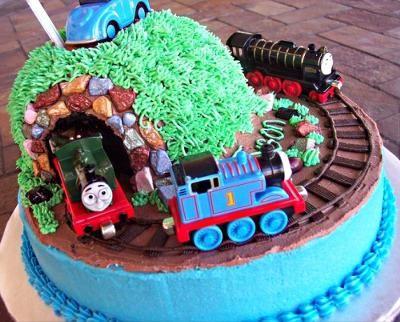 25+ Best Ideas about Thomas Birthday Cakes on Pinterest ...