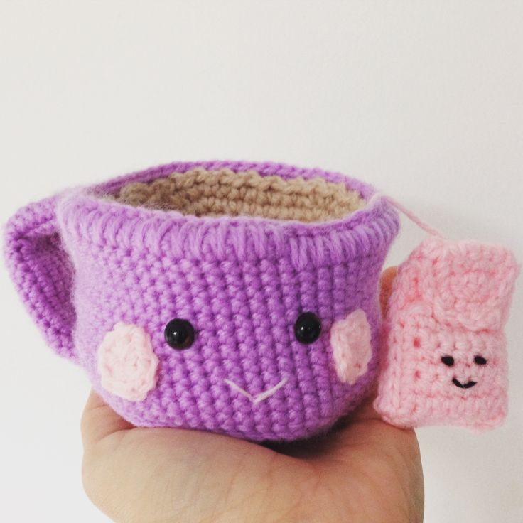 Cute handmade crochet teacup with teabag. Made to order, your choice of colours. Great as a decor item but also to stimulate role play!