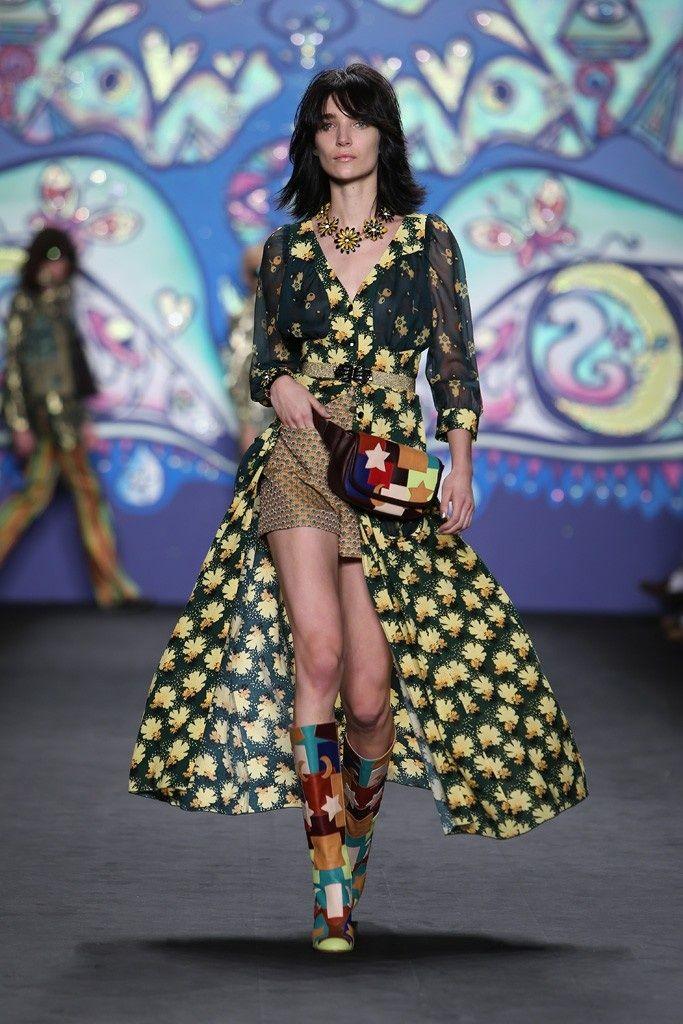 Op je paasbest: gele afrikaantjes op New York Fashion Week #Pasen #outfit #AnnaSui #mwpd