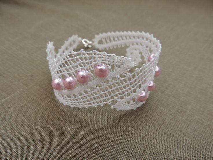 bracelet en dentelle et perles