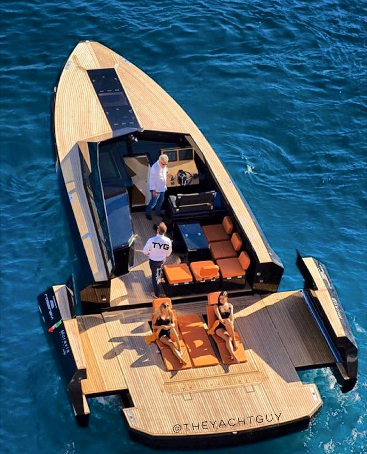 Spread out! EVO43 by Blu Martin Yachts | https://www.airbnb.fr/c/jeremyj1489