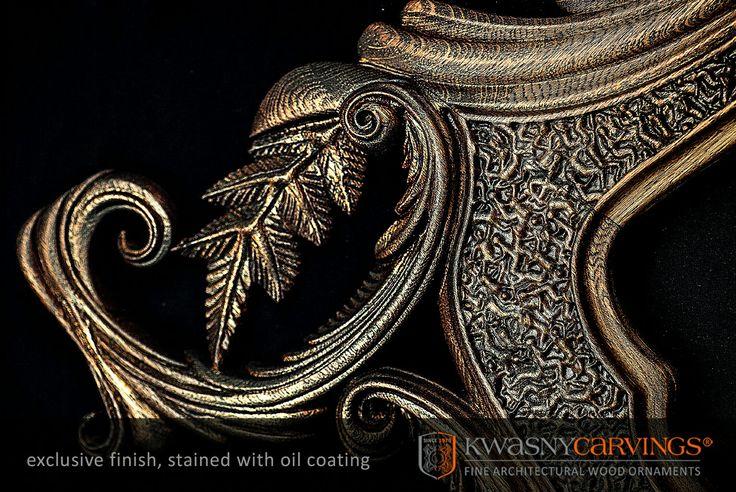 Mirror detailed carved wooden frame :: Spiegel Schnitzleiste detail.