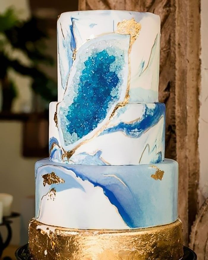 Уникальные торты с 'кристаллами' внутри стали новым свадебным трендом в интернете