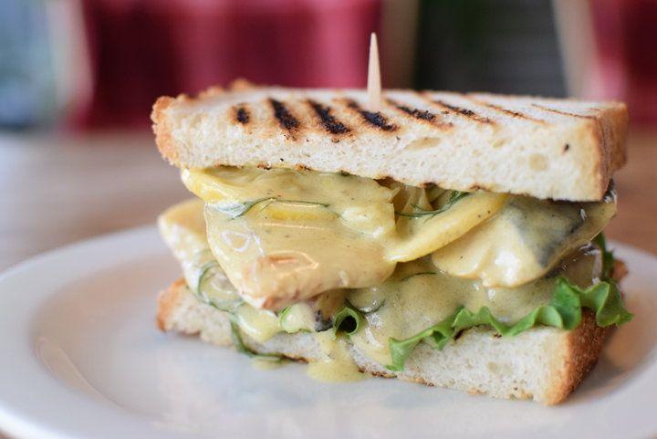 「もの凄い鯖サンド」が大人気の公園カフェ・代官山「Bird」