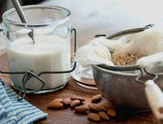 Domácí mandlové, ovesné a kokosové mléko