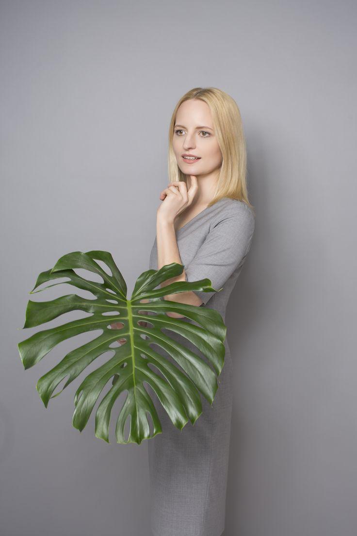 DRESS CODE TROPICAL WOOL #grey #dress #dresscode #tropicalwool #natural #wool #summerdress #elagant #inspiration #monstera #leaf