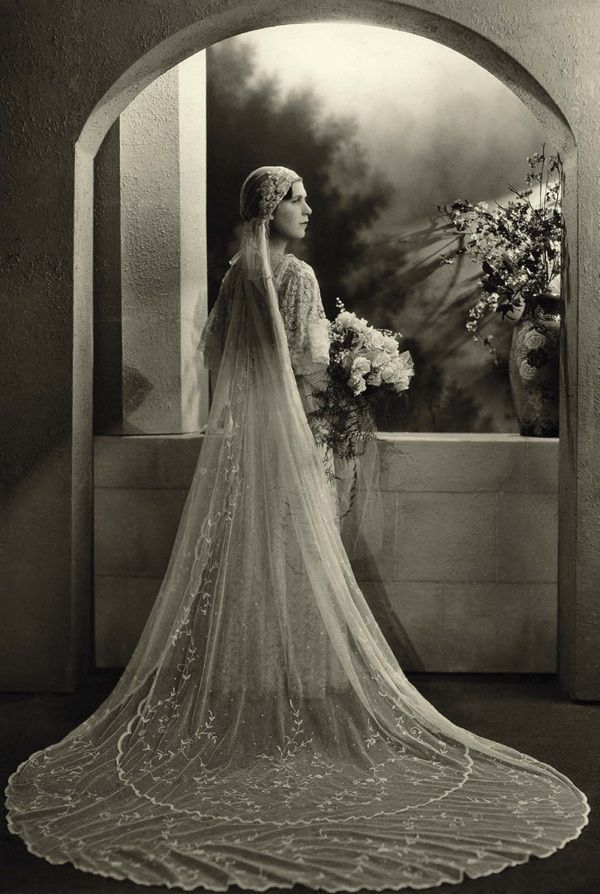 Fabulous bridal photograph from 1932, Photographer Boris Bennett