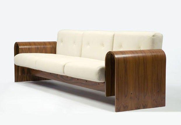 Criado para o Sesc Hotel, nos anos 1990, este sofá é vendido somente nos Estados Unidos. Designer: Oscar Niemeyer.  Fotografia: Renato M. Ribeiro.