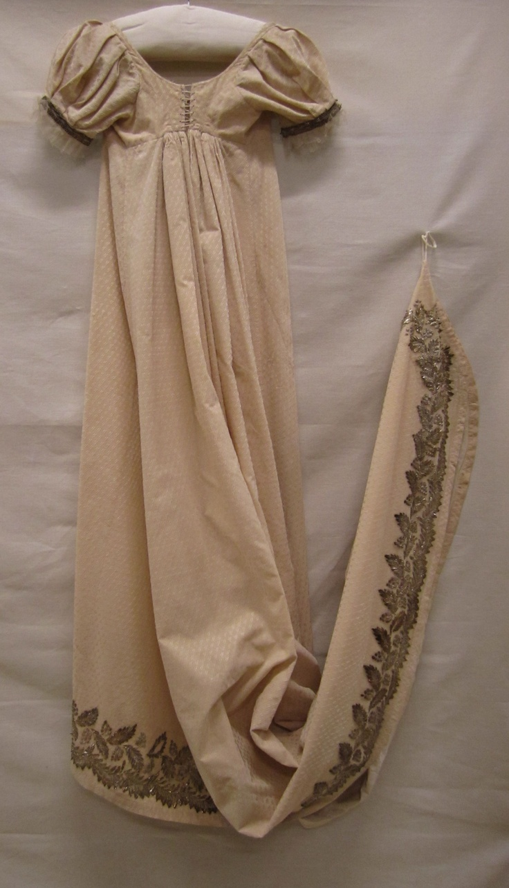 1800-1810 ca. Gown, Empire style, with long embroidered train. Gemeentemuseum Den Haag. suzilove.com