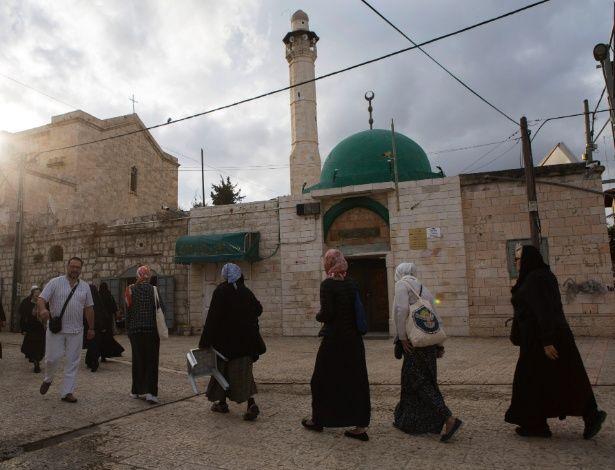 Chamado à oração ou poluição sonora? Israel compra briga com alto-falantes das mesquitas - http://anoticiadodia.com/chamado-a-oracao-ou-poluicao-sonora-israel-compra-briga-com-alto-falantes-das-mesquitas/
