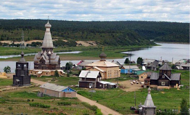 Varzuga (provincia de Múrmansk) / aldea fundada hace unos 590 años en la península de Kola, a 20 kilómetros del mar Blanco, cerca del Círculo Polar Ártico. Aquí se encuentra un edificio icónico de la arquitectura rusa de madera: la iglesia de la Asunción, construida en 1674 sin un solo clavo.