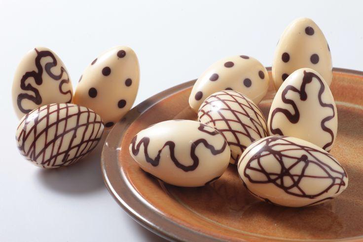 """Martes de antojo... Disfruta hoy de la PASCUA con delicioso """"HUEVO DE CHOCOLATE"""" de la #reposteriaastor  www.elastor.com.co"""