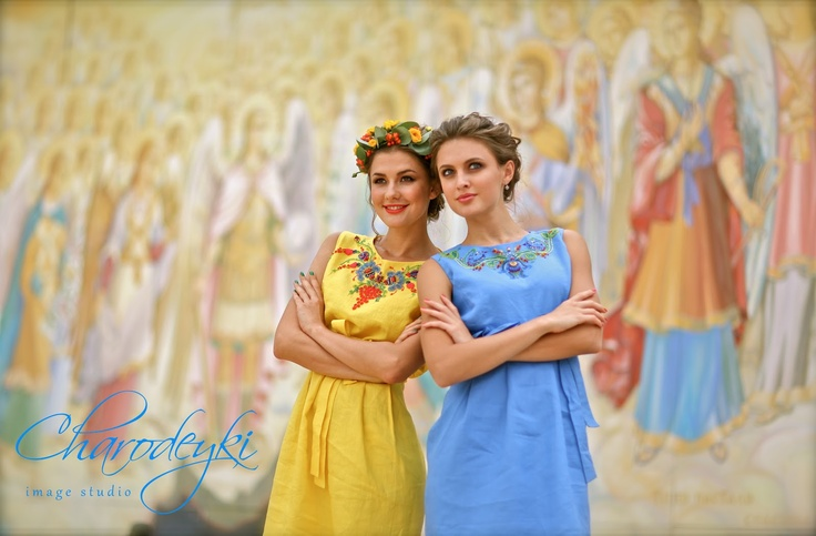With an Independence Day of Ukraine! Dresses and Floral accessory made by www.charodeyki.com