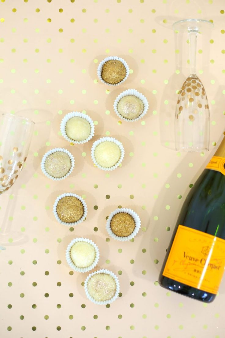 @goodie2spoons recipe for Champagne Truffles with Edible Sparkles | lovelyindeed.com