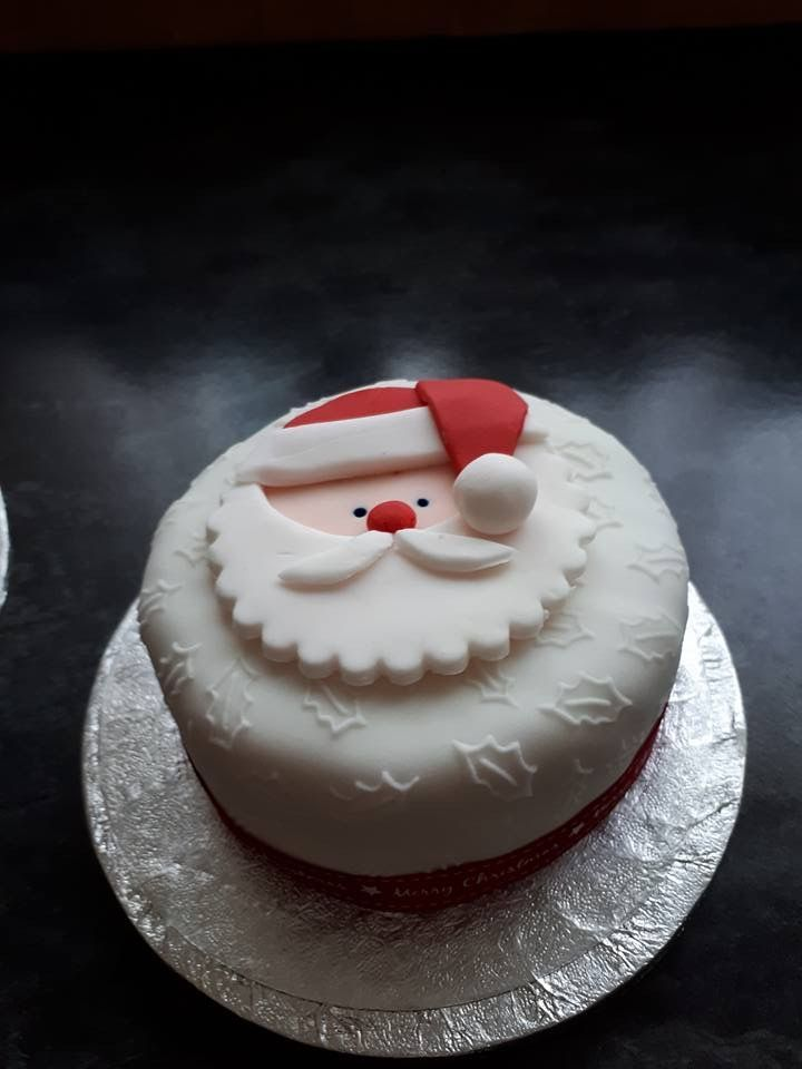 Cake Topper Christmas Cake Ideas 2019 In 2020 Christmas Cake Designs Mini Christmas Cakes Christmas Cake