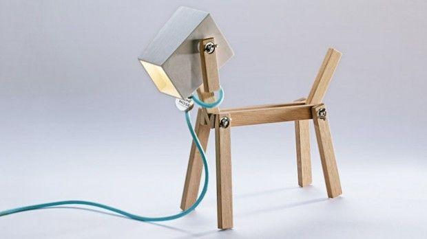 Né de leur passion pour le design et les chiens, le couple de designers hongrois, Elizabeth Zimmerer et Márton Lente présente leur nouveau projet: la lampe Luminose.  Cette lampe de table moderne a la forme d'un chien, elle est fabriquée à la main, à partir de bois de chêne de haute qualité (ou bois de hêtre pour les versions en noir et blanc). Luminose est une lampe DEL flexible et interactive en bois, sa conception permet à l'utilisateur de moduler la lampe en diverses positions.