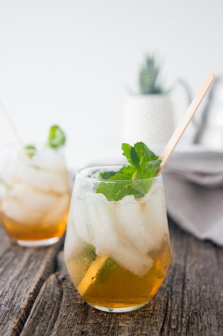 Thé glacé pétillant, parfait pour une soirée entre amis