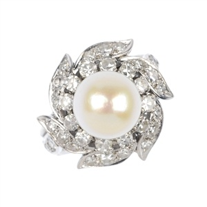 Sparkling pearl cluster ring