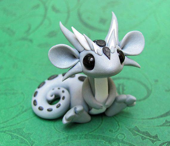 Light Silver Scrap Dragon von DragonsAndBeasties auf Etsy