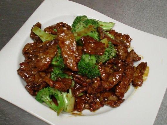 Ternera con brócoli chino
