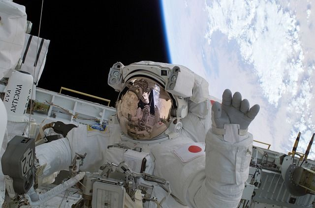 Did someone say #dreamjob? Dust off those childhood dreams and get those resumes ready: #NASA's hiring #astronauts! #ILoveMath