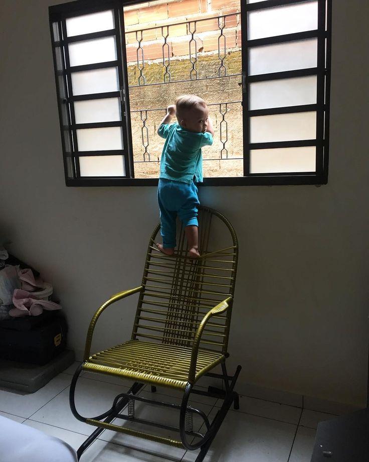 Quando estar frio e você fecha todas as portas da casa pro seu filho não ir para fora  . Aí vc vai lavar o banheiro e esculta a pessoa gritando  . . . . . #maedemenino #mae #mãe #maedeprimeiraviagem #amordemae #maecoruja #vida #de #amor #meu #bebe #bebê #bebek #cut #babyboy #babyshower #babydoll #babyfashion #babysitting #babyshoes #babywearing #babystyle #babymodel #cutebaby #mybaby #mybabyboy #my #love #vibe #goodmorning