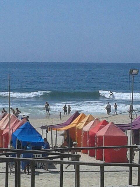 Surfers op de Atlantische Oceaan