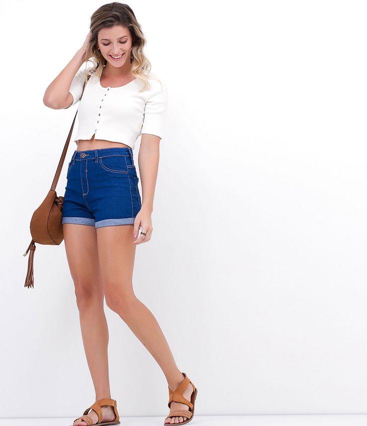 Short feminino  Modelo cintura alta  Barra dobrada  Marca: Blue Steel  Tecido: jeans  Composição: 77% algodão, 20% poliéster e 3% elastano  Modelo veste tamanho: 36     Medidas da modelo:     Altura: 1.65   Busto 82   Cintura 65   Quadril 83     COLEÇÃO VERÃO 2017     Veja outras opções de    shorts jeans.         Jeans   Jeans por toda parte! Nesta temporada o jeans aparece mais destruído, com lavagens manchadas e tecido rasgado, tanto calças, quanto shorts. Outras peças, como macacões…