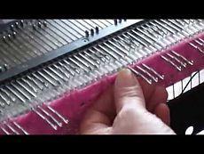 Красивый узор вязание на вязальной машине на шарфы палантины и на летние топики