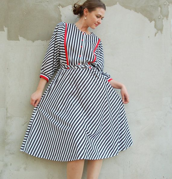 1980's vintage white and black stripes batwing midi by semivint