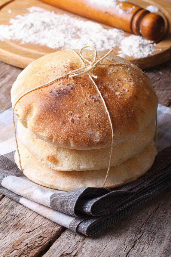 Pita greca: la ricetta originale per poter realizzare il celebre pane greco con cui accompagnare carni e salse.
