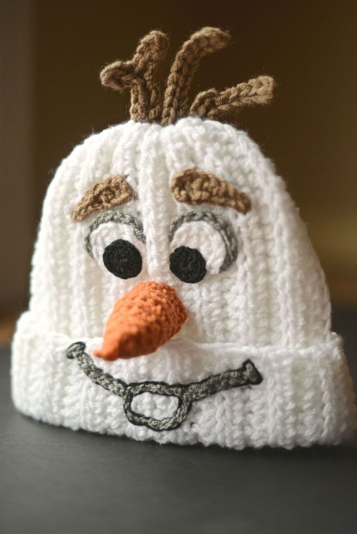 """Redditor Spindleshuttleneedle turned a crocheted beanie into an amazingly accurate depiction of Olaf from Disney's """"Frozen"""" for their son!"""