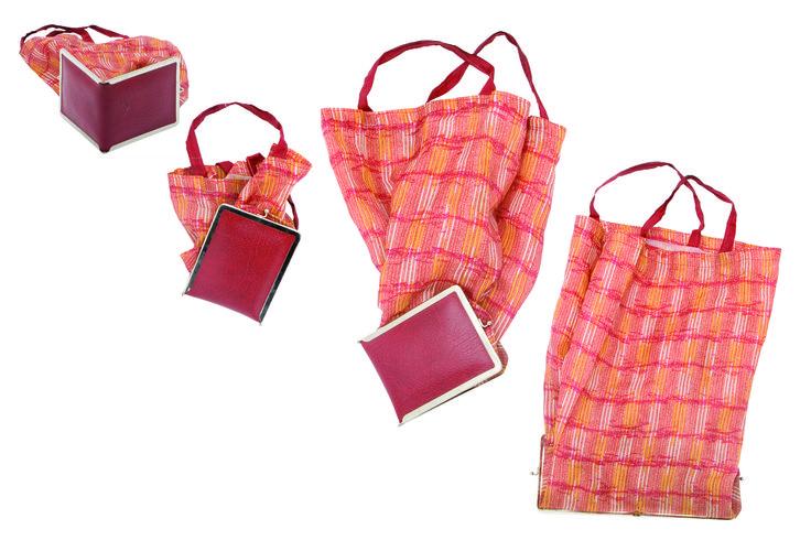 1970 - Un sac dépliable, collection privée © Solo-Mâtine