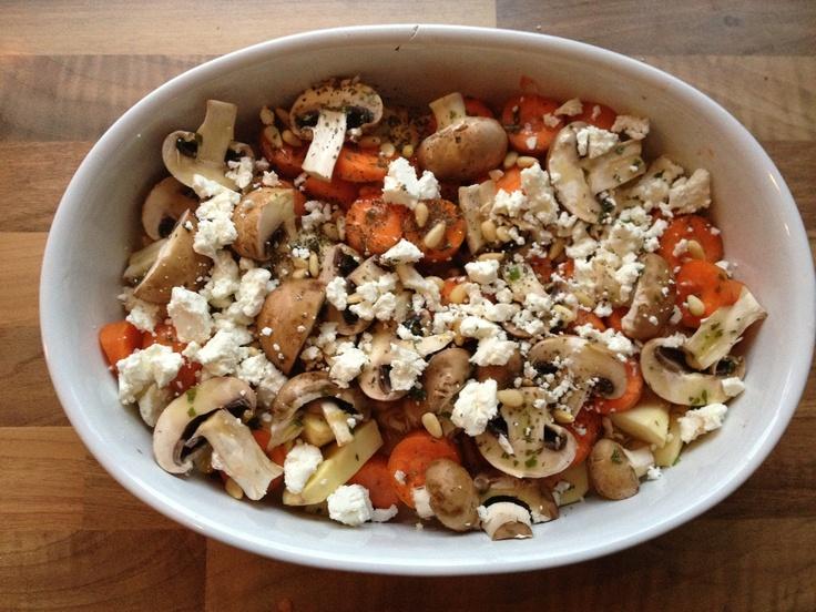 In de oven: zoete aardappel, wortel, kastanje champignons, geitenkaas, pijnboompitten en olijfolie