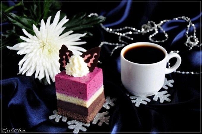 """Пирожное с шоколадным муссом и черносмородиновым баваруа """"Тримирие"""""""