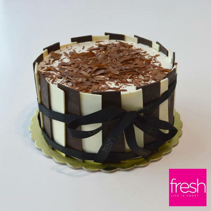 Back to the basics! Ice cream cake with vanilla & chocolate... #welovefresh