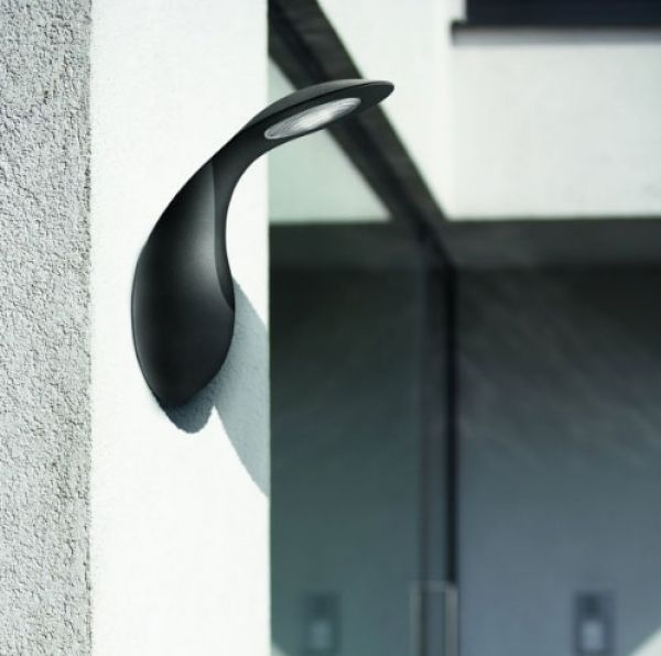 Sleek wall light for outdoor