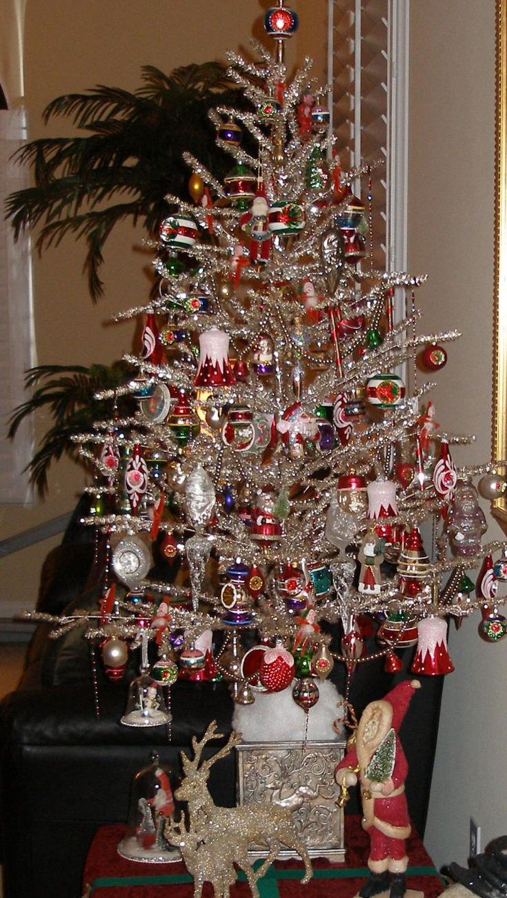 Christmas tree decorated with tinsel - Vintage Silver Christmas Trees Bing Images