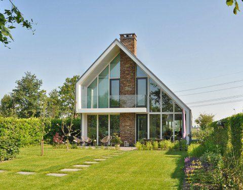 asymetrisch dak dat ahw het huis in wordt gevouwen vind ik interessant en mooi.