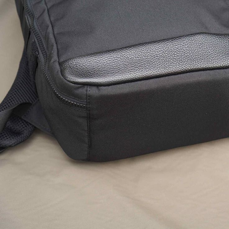 Durable modern and luxury combo yet we still manage to add protection with 6mm Padded Bottom and make the CIG101 PC20 aka Sharpshooter is an all in one combo your daily pack. Weather resistant fabric able to repel 20-30 minutes rain showers in moving condition and the clamshell opening made is made for easier load/unload.  For a limited time Sharpshooter available only for IDR 448K from normal IDR 598K.  Visit orbitgear.net or LINE@: @orbitgear to cop one.  #orbitgear #tacticool #tactical…
