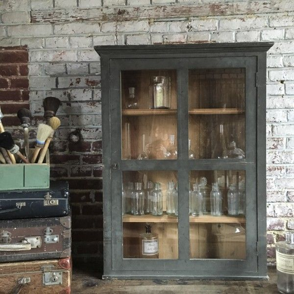 vitrine murale belle et nature. Black Bedroom Furniture Sets. Home Design Ideas
