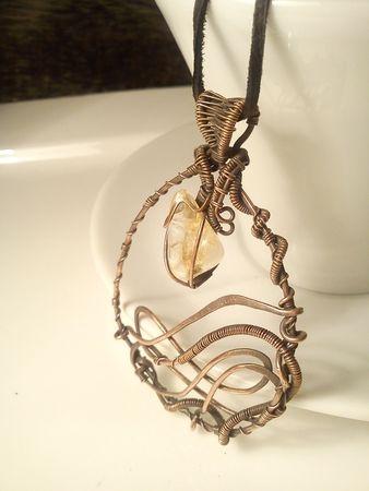 Fotogaléria šperkov, drôtený, tepaný a patinovaný medený šperk, drôtikovaný prívesok s minerálom, šperky s kameňom, citrín.