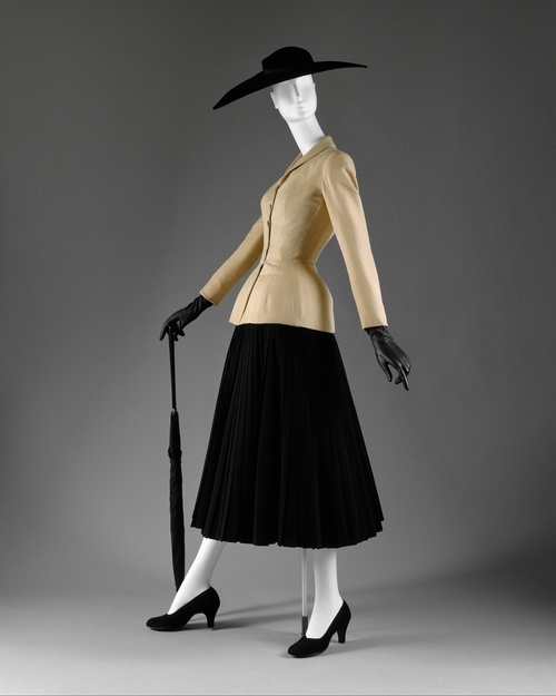 "Dior ""New Look"" 1947.  Bar' Suit & Hat - Christian Dior. Paris, 1947 spring/summer, Ligne Corolle et en Huit (remade by Dior about 1955). Suit: jacket, silk shantung by Bianchini Férier.  Skirt, wool crêpe."