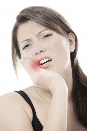 La enfermedad periodontal , la inflamación de las encias que es? que factores contribuyen ?