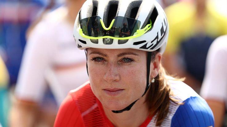 Annemiek van Vleuten  Annemiek van Vleuten a été victime d'une terrible chute dans une descente alors qu'elle filait vers le titre olympique lors de la course sur route. La Néerlandaise est restée au sol, paraissant inanimée. Sa compatriote Anna van der...