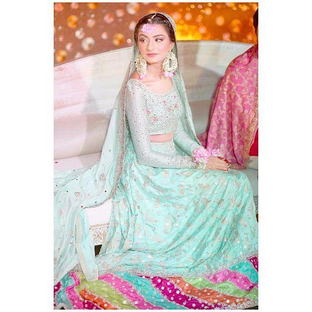 Fizza Saleem looking drop dead gorgeous on her mehndi