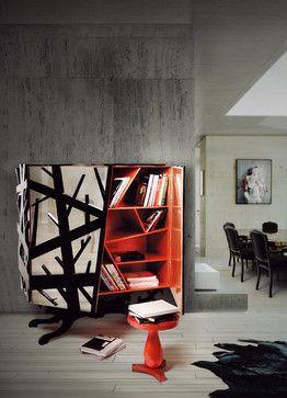 Kabinett Aus Holz Und Metall Mit Interieur Im Blattsilber Und Orangen Farbe  Für Moderne Dekoration